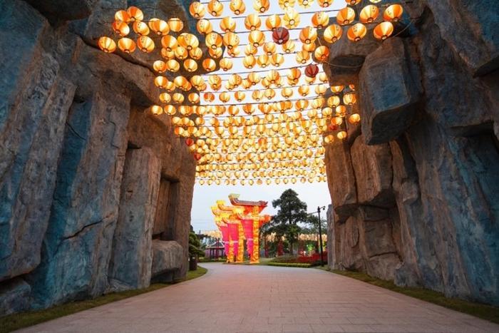 Đèn lồng treo cao là nét đẹp đặc trưng trong văn hoá truyền thống của người Nhật