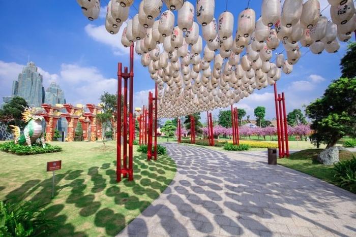 Những góc sống ảo chất ngất tại Công viên Nhật Bản đầu tiên tại Hà Nội ảnh 4