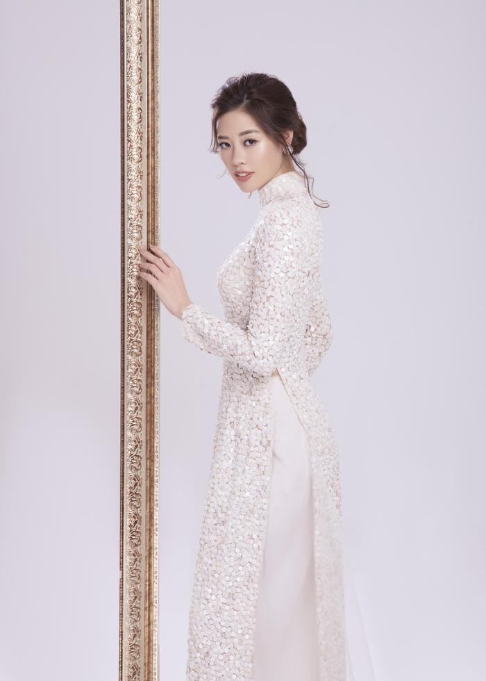 Minh Tú đột phá với National Costume trắng tinh khôi, Miss Áo dài Khánh Vân có làm nên chuyện? ảnh 12