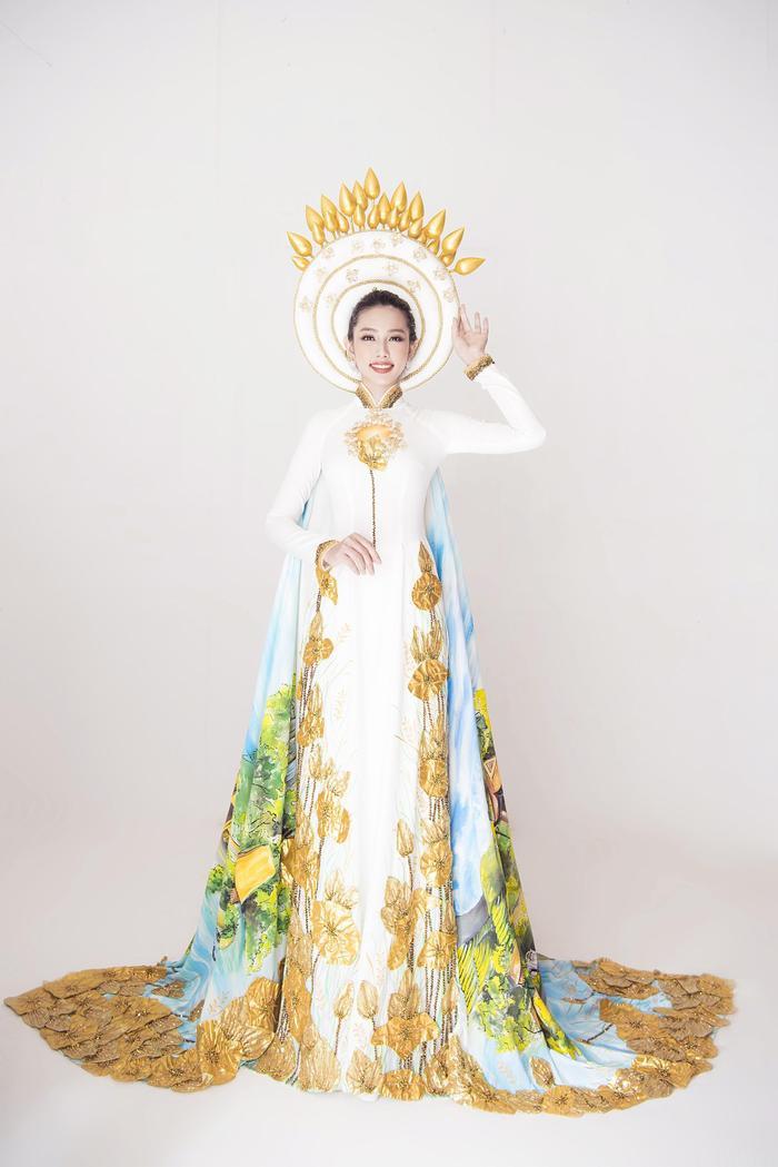 Người đẹp Thùy Tiên toát ra vẻ đẹp sang trọng, quý phái với bộ áo dài trắng tại Miss International 2018.