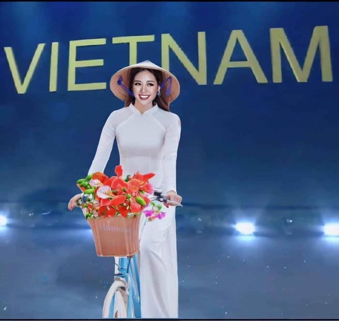 Một trong những hình ảnh mà fan mong muốn được nhìn thấy tại Miss Universe 2020: Khánh Vân sẽ mặc áo dài truyền thống vừa dịu dàng, vừa e ấp đúng chuẩn người con gái Việt Nam.