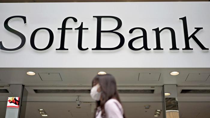SoftBank nói 15 trong tổng số 88 công ty mà công ty đầu tư thông qua Vision Fund có thể sẽ phá sản. (Ảnh: AP)