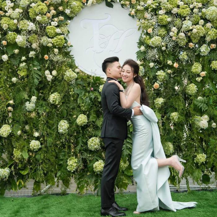 Cô dâu 200 cây vàng khoe tiệc hoành tráng cho con gái 3 tháng tuổi nhưng nhan sắc sau sinh mới là điều dân tình ngưỡng mộ ảnh 9