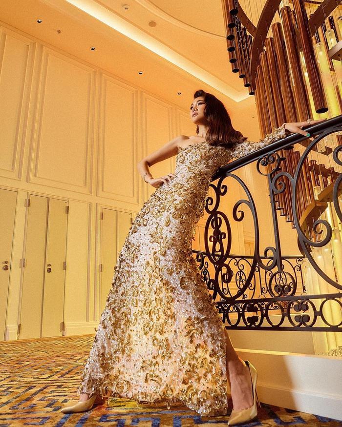 """Dẫu sau này, thế hệ người mẫu trẻ có không ít người sở hữu đôi chân dài hơn Thanh Hằng, song cô vẫn luôn là """"nữ hoàng vedette"""" khó ai có thể vượt qua của làng mẫu Việt"""