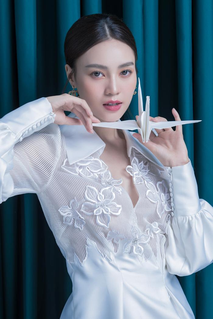 Ninh Dương Lan Ngọc diện sắc trắng tinh khôi, đẹp tựa giọt sương ban mai ảnh 6