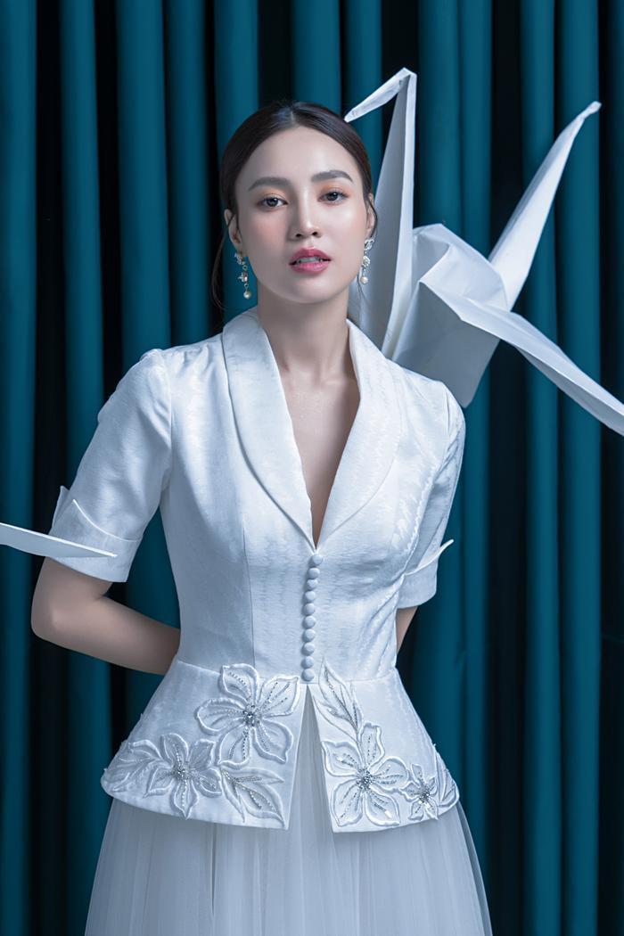 Ninh Dương Lan Ngọc diện sắc trắng tinh khôi, đẹp tựa giọt sương ban mai ảnh 7