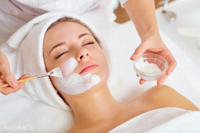 Mỗi tuần bạn có thể duy trì việc đắp mặt nạ bằng nước muối sinh lý từ 2-3 lần và có thể áp dụng để làm trắng da toàn thân, chỉ cần tăng số lượng sữa chua và nước muối sinh lý lên là được.