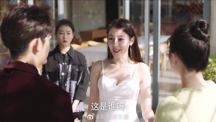 Định chế tình yêu cao cấp: Địch Lệ Nhiệt Ba xinh đẹp trong hai tập mở đầu ảnh 6