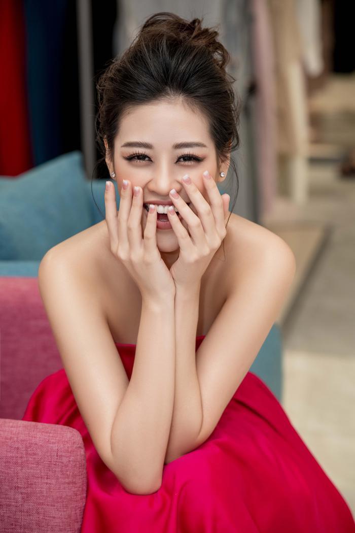 Khánh Vân diện style công chúa, đẹp rạng rỡ như đóa hồng đỏ sắc vẫn thừa hương thơm ảnh 5