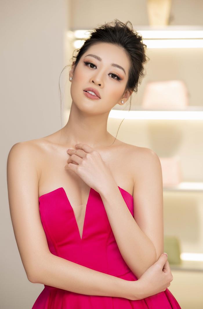 Khánh Vân diện style công chúa, đẹp rạng rỡ như đóa hồng đỏ sắc vẫn thừa hương thơm ảnh 0