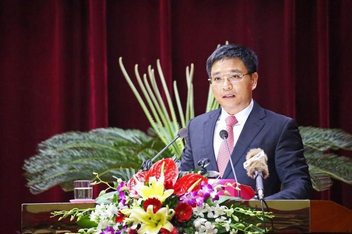 ÔngNguyễnVăn Thắng, Chủ tịch UBND tỉnh Quảng Ninh được bổ nhiệm là Hiệu trưởng Đại học Hạ Long nhiệm kỳ 2020-2025. Ảnh Vietnamnet