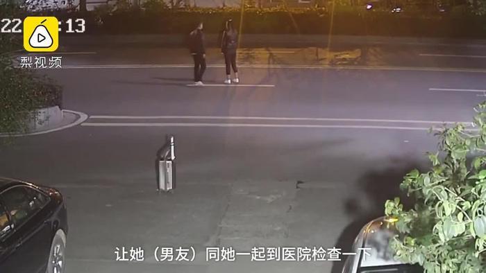 Cặp đôi kéo nhau ra giữa đường đứng để cãi nhau.