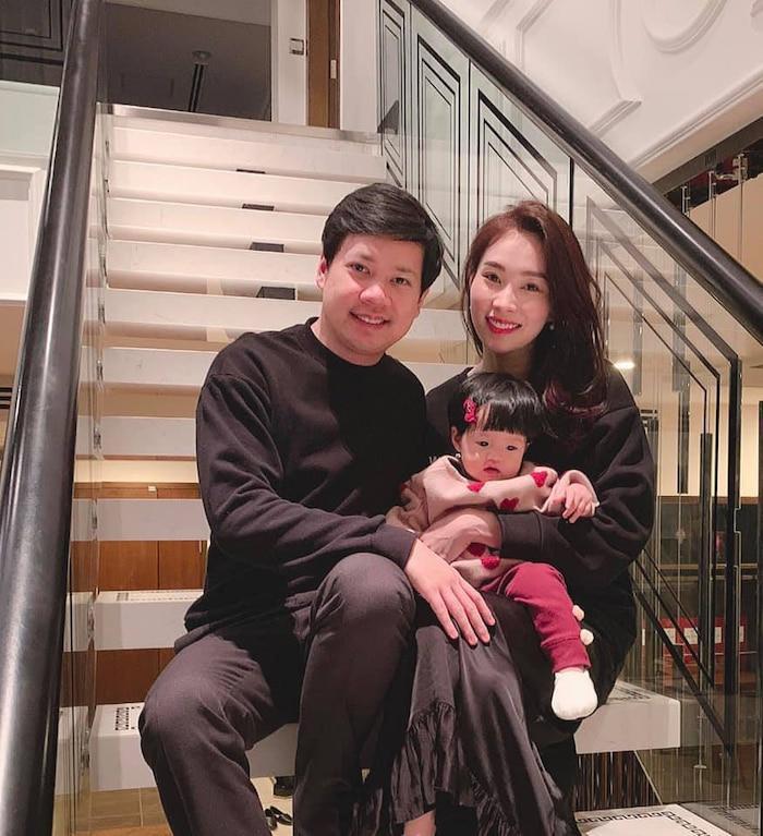 Hoa hậu Đặng Thu Thảo kết hôn với Doanh nhân Trung Tín vào năm 2017, đến năm 2018 cặp đôi cùng chào đón con gái đầu lòng, bé Sophie