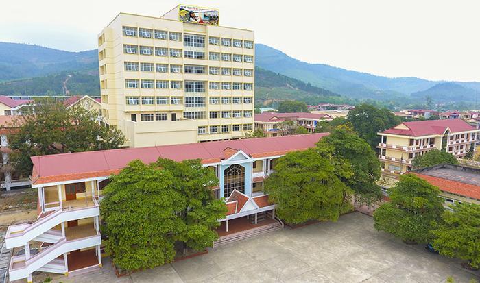 Khu giảng đường tại ĐH Hạ Long