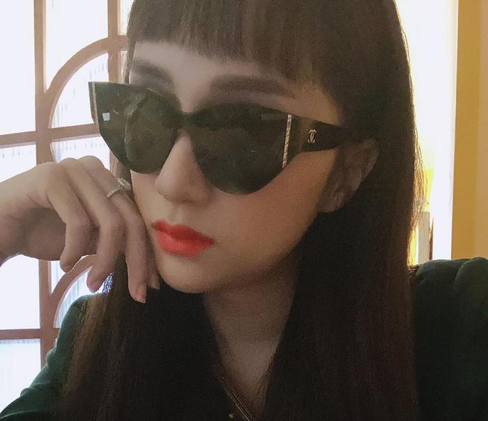 Hương Giang nhận sai lầm vì tự cắt tóc mái Lisa, fan an ủi: Style chim sẻ đi mưa vẫn xinh mà ảnh 1