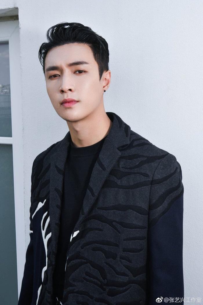 Mnet lại 'đắc tội' với fan EXO: Làm mờ mặt thành viên Lay khi chiếu một đoạn video của nhóm