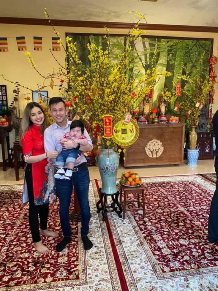 Thêm vào đó, mẹ chồng cũng chăm bẵm, nấu nướng tẩm bổ nên Jacquelyn Nguyễn tăng hẳn 16 kg trong thai kỳ.
