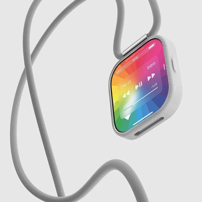 Người dùng thậm chí có thể biến nó thành dây đeo quanh cổ hoặc cổ tay, và biến nó thành một công cụ theo dõi tập luyện hoặc theo dõi khóa Bluetooth.(Ảnh: Louis Berger)