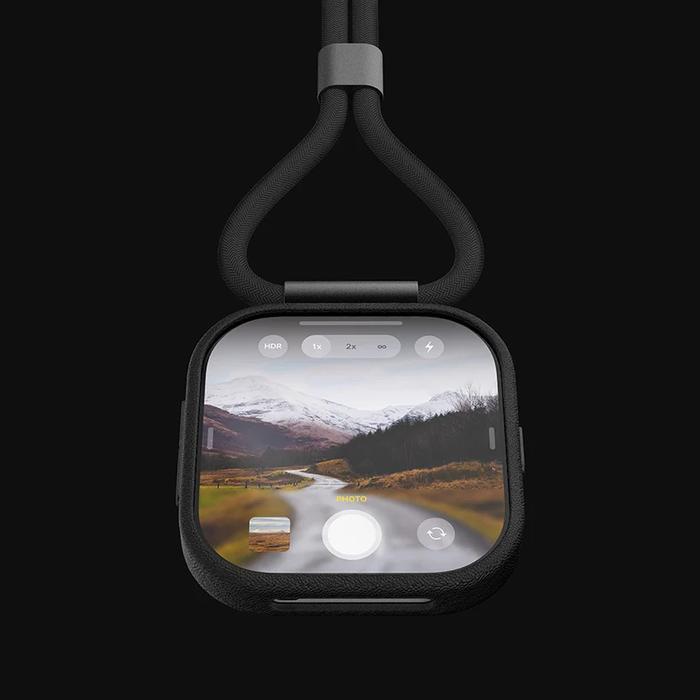 Với mô-đun camera tháo rời này, người dùng có thể gắn nó vào điện thoại và sử dụng nó với thiết bị hoặc như là camera hành trình kiểu như GoPro.(Ảnh: Louis Berger)