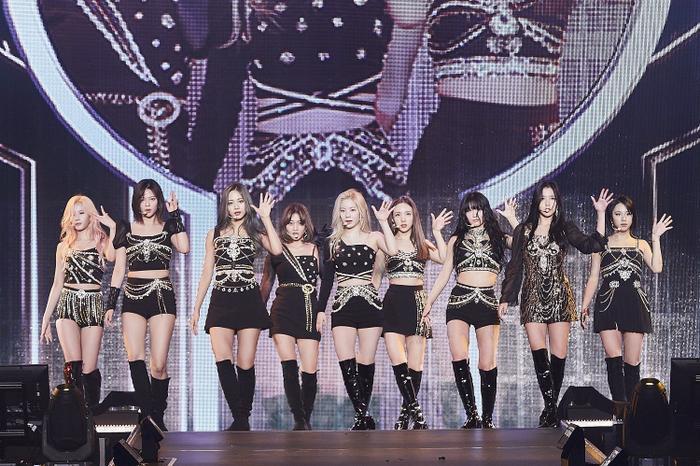 Những idol xém mất slot debut cùng Kpop group đình đám - Tzuyu và Momo (Twice)