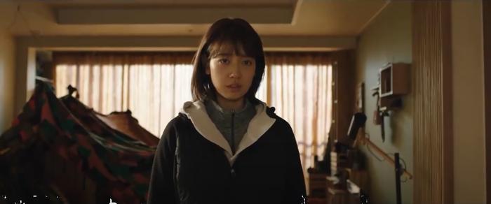 Trailer phim#ALIVE:Park Shin Hye và Yoo Ah In chiến đấu với lũ zombie cực ngầu ảnh 3