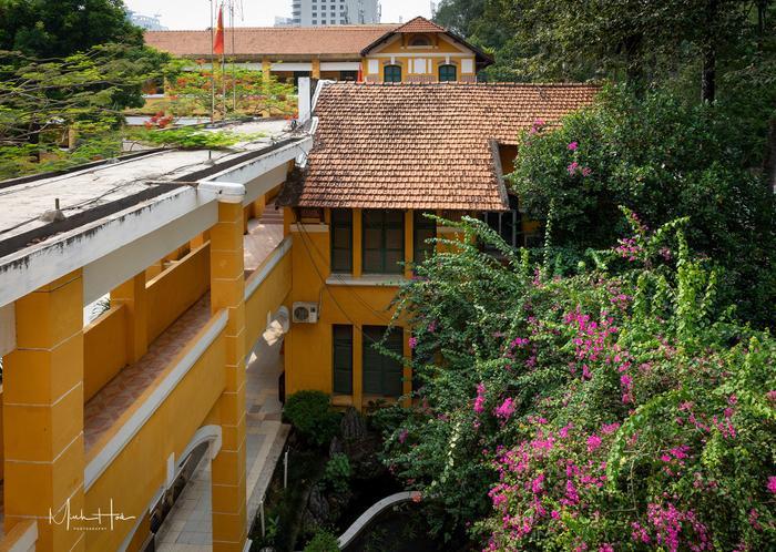 Vẻ đẹp nhuốm màu thời gian của ngôi trường THPT với kiến trúc Pháp đẹp nhất Sài Gòn ảnh 9