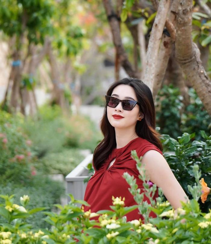 Hoa hậu Đặng Thu Thảo tiết lộ đã lấy lại vóc dáng sau gần 2 tuần sinh quý tử