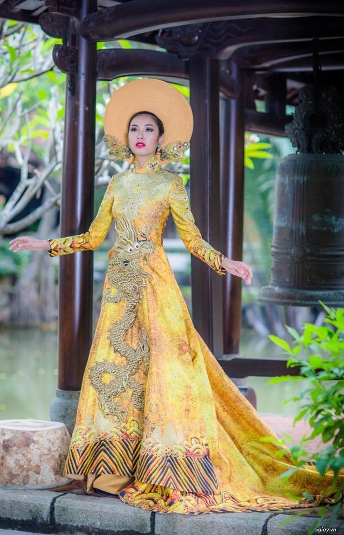 10 National Costume vàng rực đẹp nhất lịch sử: Phương Khánh  Tường San chiến thắng vẻ vang ảnh 12