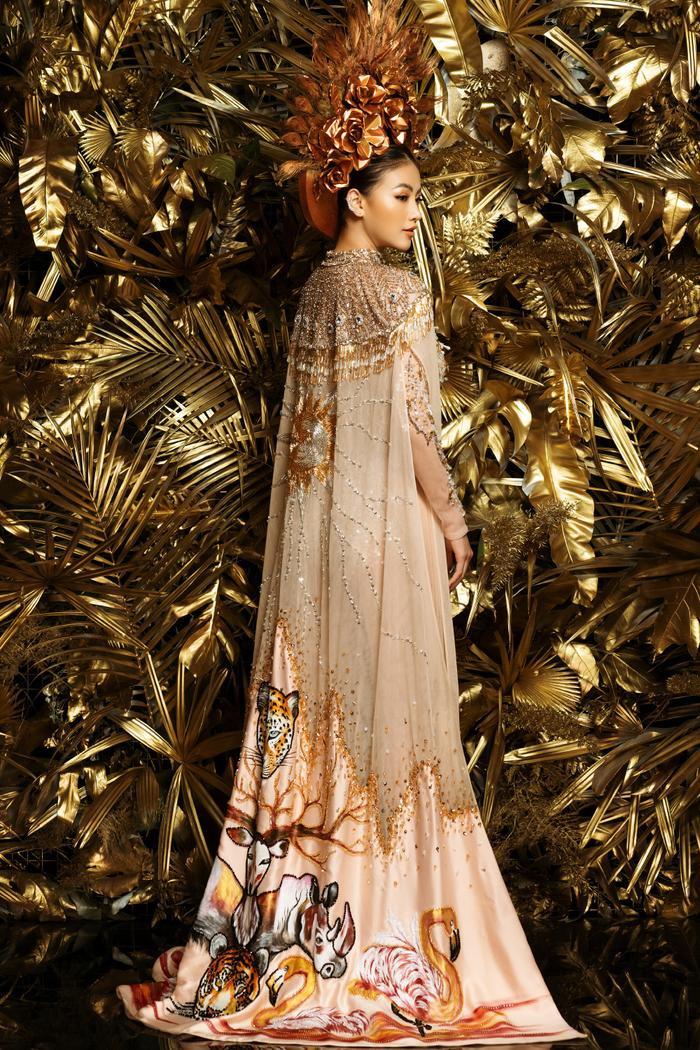 10 National Costume vàng rực đẹp nhất lịch sử: Phương Khánh  Tường San chiến thắng vẻ vang ảnh 3