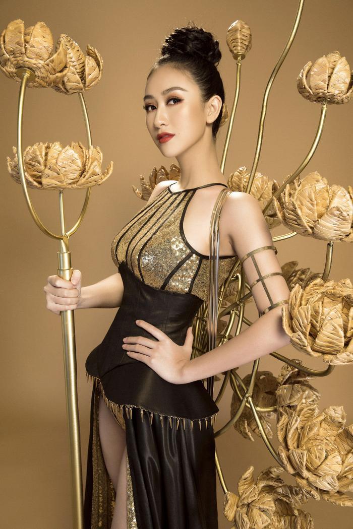10 National Costume vàng rực đẹp nhất lịch sử: Phương Khánh  Tường San chiến thắng vẻ vang ảnh 17
