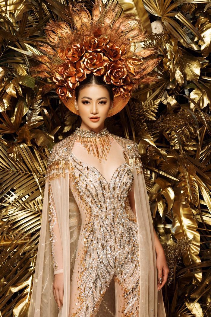 10 National Costume vàng rực đẹp nhất lịch sử: Phương Khánh  Tường San chiến thắng vẻ vang ảnh 2