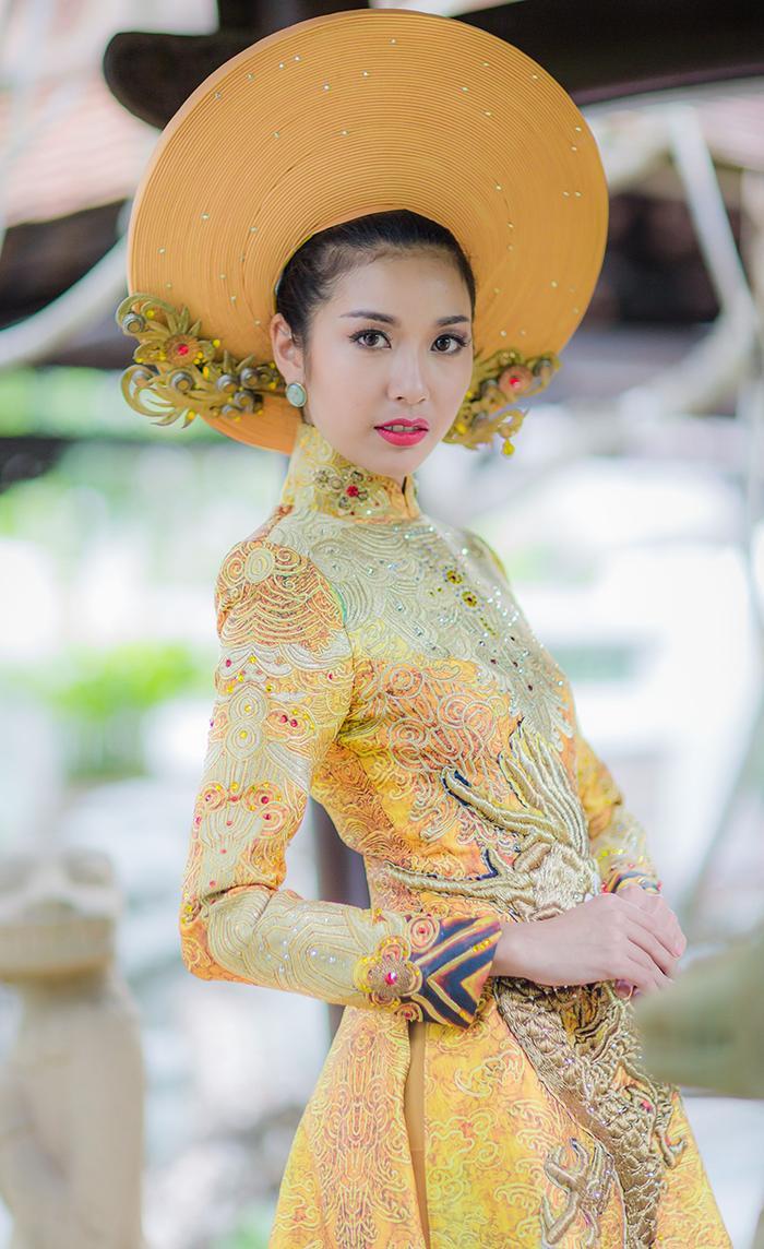 10 National Costume vàng rực đẹp nhất lịch sử: Phương Khánh  Tường San chiến thắng vẻ vang ảnh 11