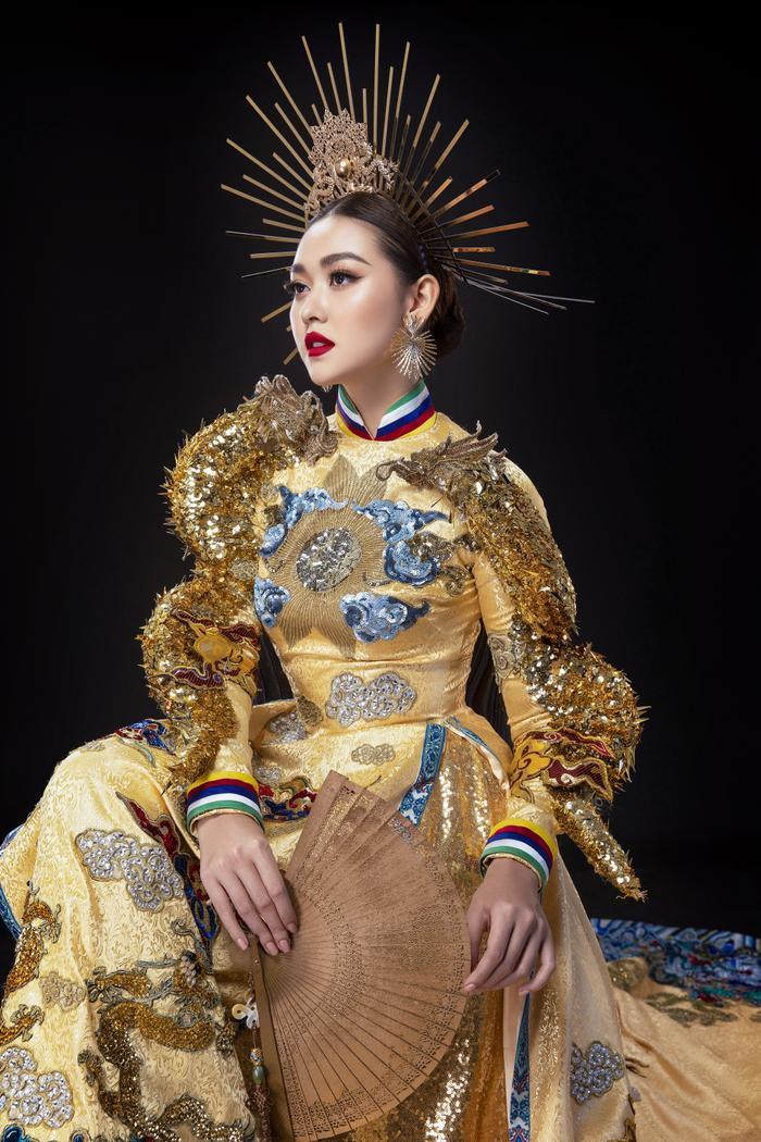 10 National Costume vàng rực đẹp nhất lịch sử: Phương Khánh  Tường San chiến thắng vẻ vang ảnh 9