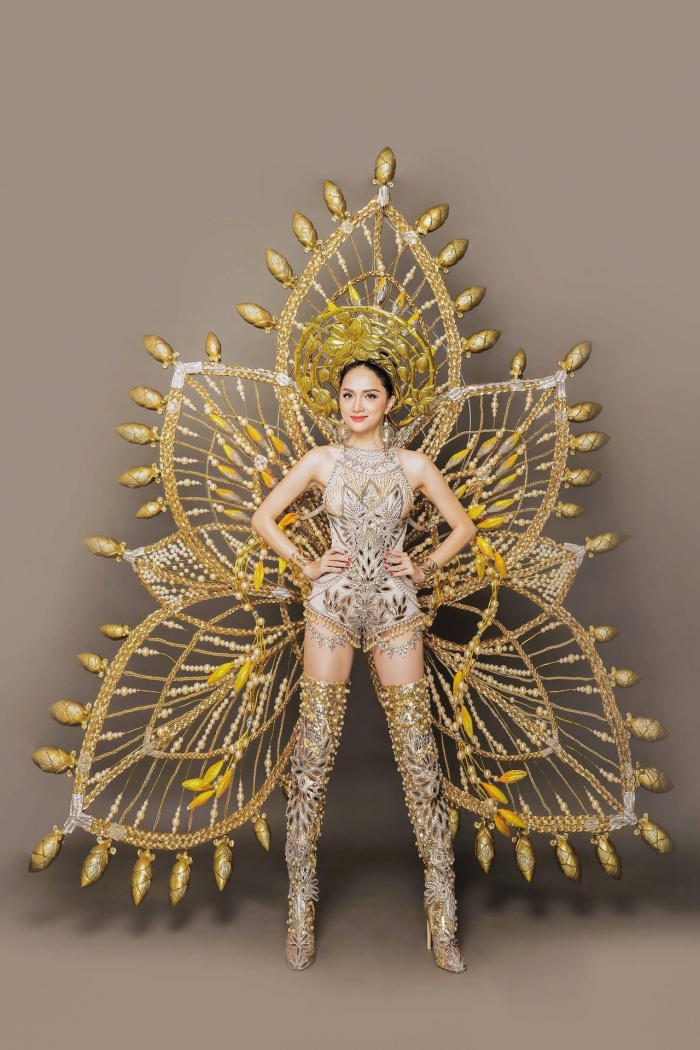 10 National Costume vàng rực đẹp nhất lịch sử: Phương Khánh  Tường San chiến thắng vẻ vang ảnh 15