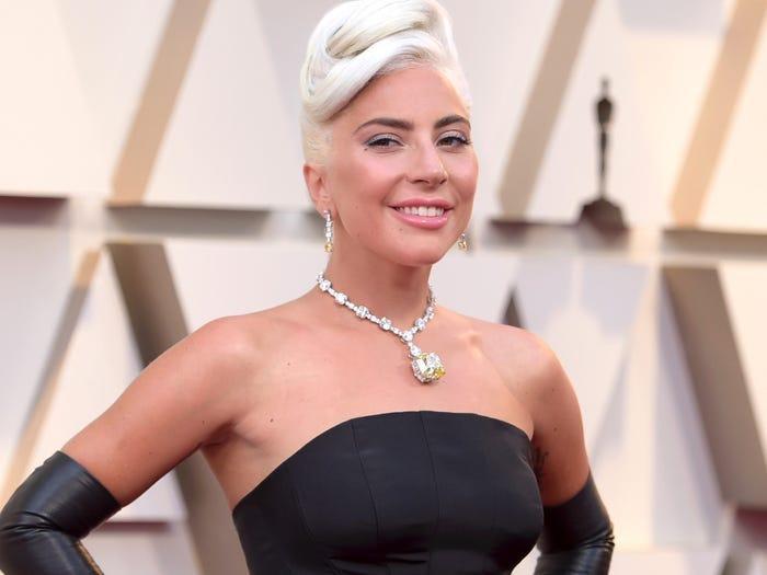 Lady Gaga khổ sở vì đeo vòng kim cương 700 tỷ tới Oscar 2019 ảnh 0