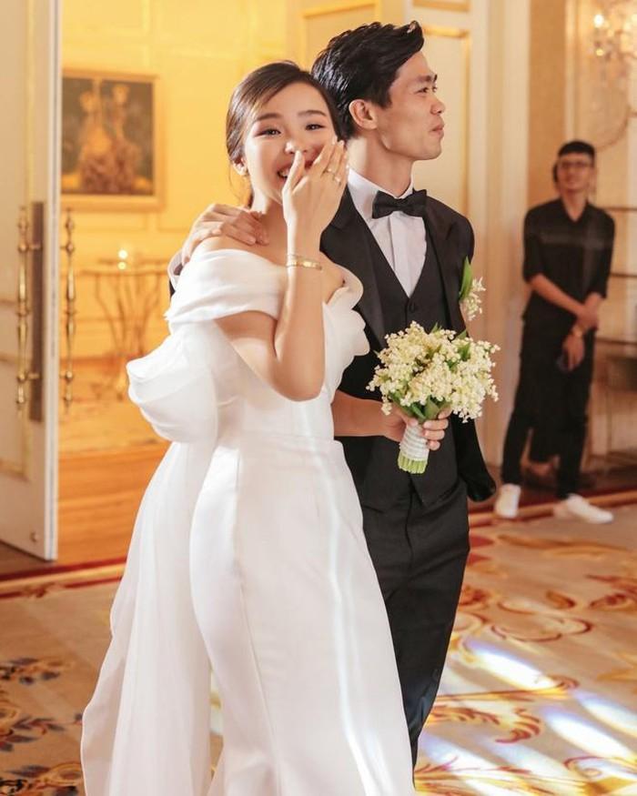 Váy cưới của các nàng Wags Việt: Công Phượng Viên Minh