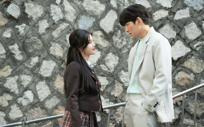 'Backstreet Rookie': Anh chủ Ji Chang Wook 'tái mặt' trước nữ sinh Kim Yoo Jung – cuộc gặp gỡ định mệnh!