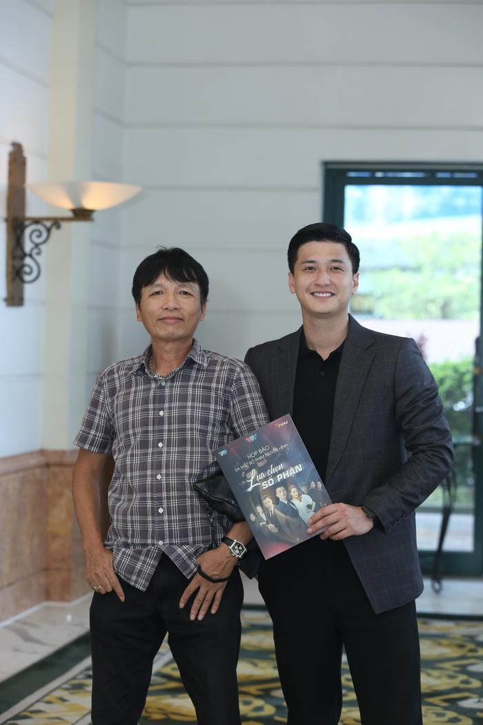 Đạo diễn Mai Hồng Phong cùng diễn viên Huỳnh Anh