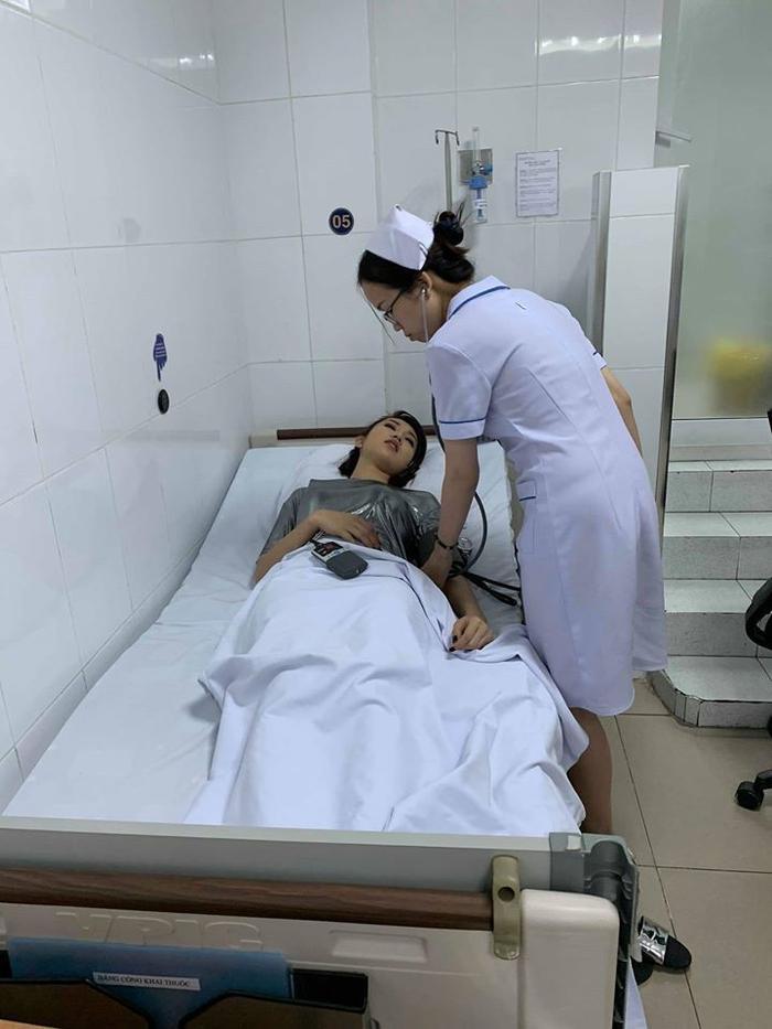 Hình ảnh Thuý Ngân tai nạn bất tỉnh trên phim trường khiến nhiều sao Việt lo lắng ảnh 2