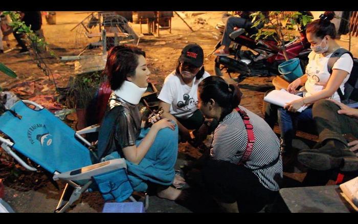 Hình ảnh Thuý Ngân tai nạn bất tỉnh trên phim trường khiến nhiều sao Việt lo lắng ảnh 0