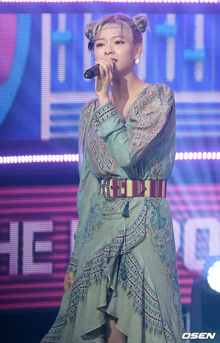 TWICE hát live dở khủng khiếp khiến Knet sốc: 'Sân khấu huyền thoại'