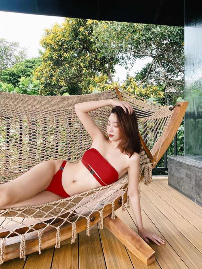 Lần hiếm hoi Đỗ Mỹ Linh diện bikini đỏ rực khoe body siêu chuẩn khiến fan ngây ngất ảnh 2