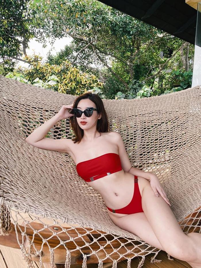 Lần hiếm hoi Đỗ Mỹ Linh diện bikini đỏ rực khoe body siêu chuẩn khiến fan ngây ngất ảnh 1