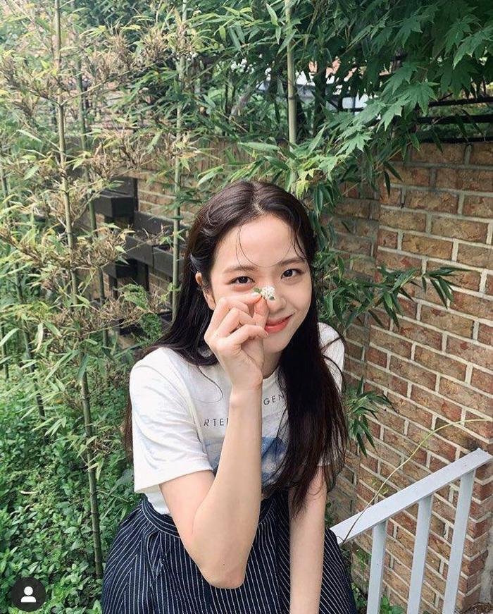 Jisoo (Blackpink) trở thành 'tình đầu', Knet: Phiên bản trẻ của Thang Duy, ghét YG và Jennie nhưng bảo vệ cô ấy Ảnh 11