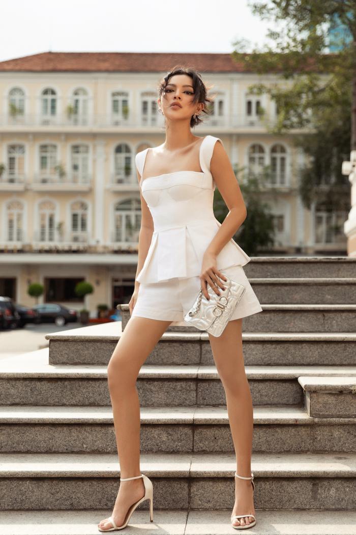 Châu Bùi, Tú Hảo ghi điểm với sắc trắng tinh khôi -hot trend Xuân - Hè 2020