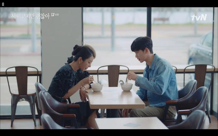 'Điên thì có sao' tập 4: Giả vờ thất tình dưới mưa Seo Ye Ji thành công được Kim Soo Hyun ôm ấp? Ảnh 7