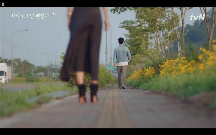 'Điên thì có sao' tập 4: Giả vờ thất tình dưới mưa Seo Ye Ji thành công được Kim Soo Hyun ôm ấp? Ảnh 15