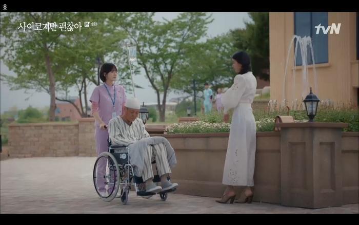 'Điên thì có sao' tập 4: Giả vờ thất tình dưới mưa Seo Ye Ji thành công được Kim Soo Hyun ôm ấp? Ảnh 24