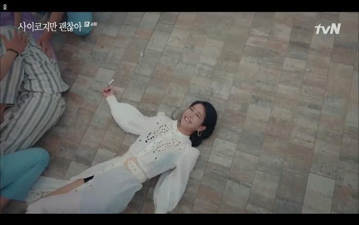 'Điên thì có sao' tập 4: Giả vờ thất tình dưới mưa Seo Ye Ji thành công được Kim Soo Hyun ôm ấp? Ảnh 29