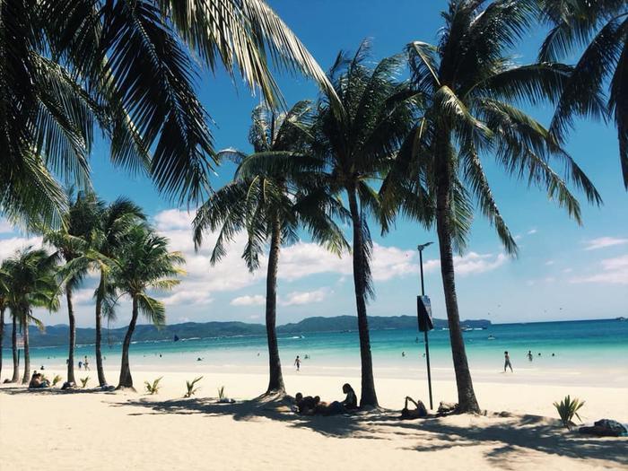 Từ bãi biển ngập ngụa rác, Boracay đã khiến nhiều người kinh ngạc vì sự thay đổi này Ảnh 1